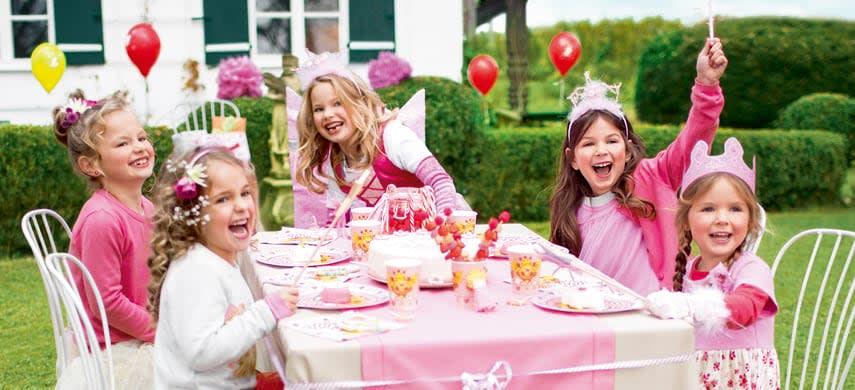 Kinder am Partytisch