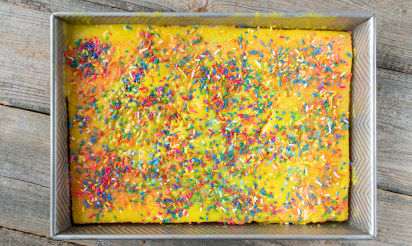 Backen für den Kindergeburtstag: Kunterbunter Regenbogenkuchen