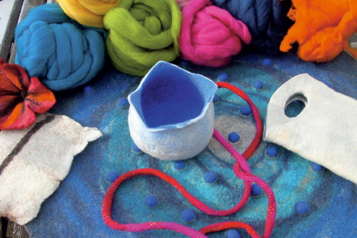 Basteln mit Kindern im Sommer: Kunterbunte Wolle und Gefilztes