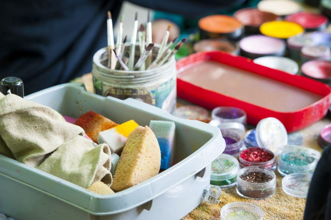 Utensilien zum Faschingsschminken für Kinder