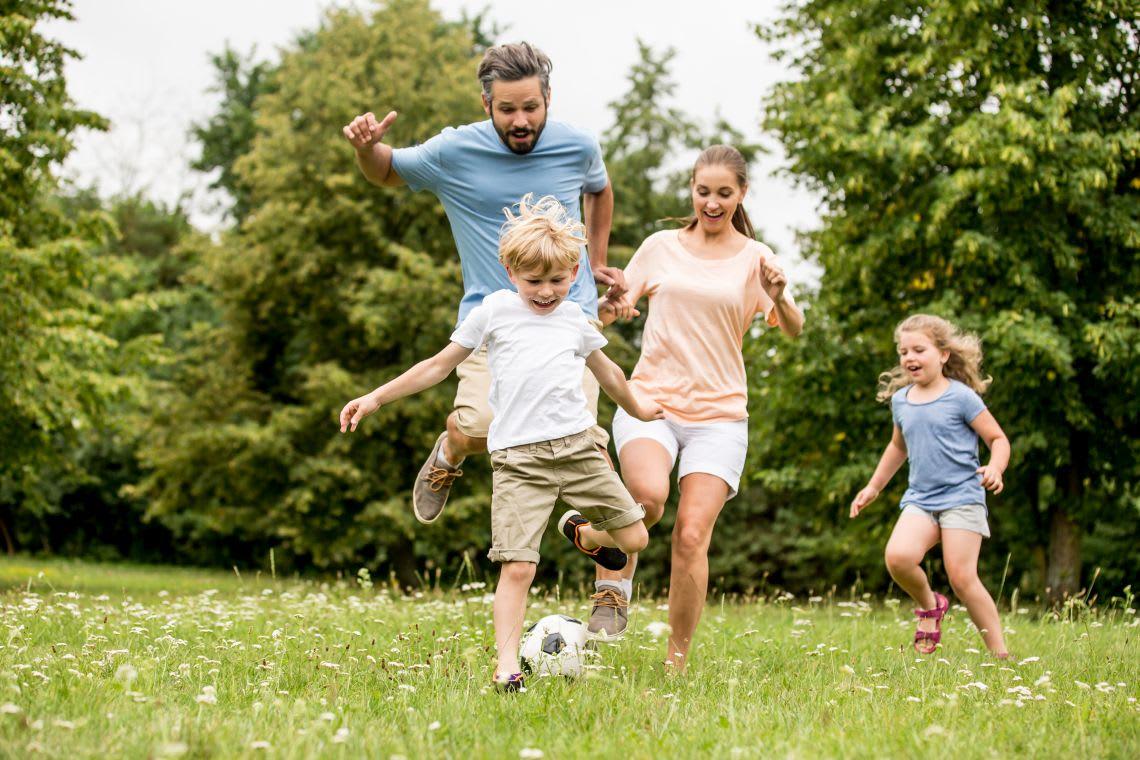 Garten-Ideen: Ballspiele mit Kindern