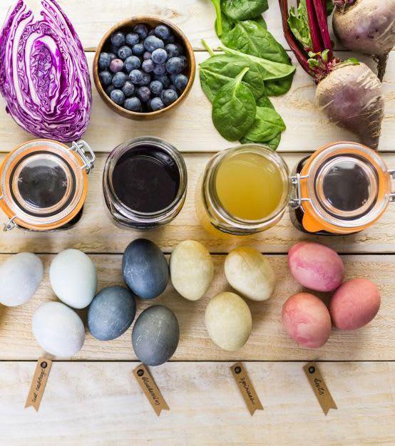 Ostereier färben mit Kindern: geeignete Lebensmittel