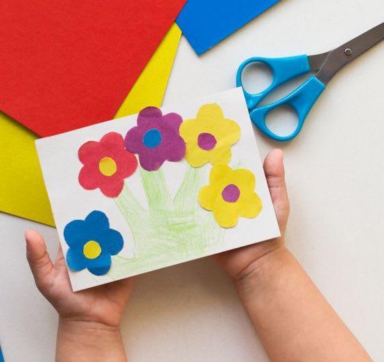 Osterkarten basteln mit Kindern: Blumen-Motive