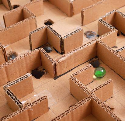 Spiele selber machen: Labyrinth aus Pappkarton