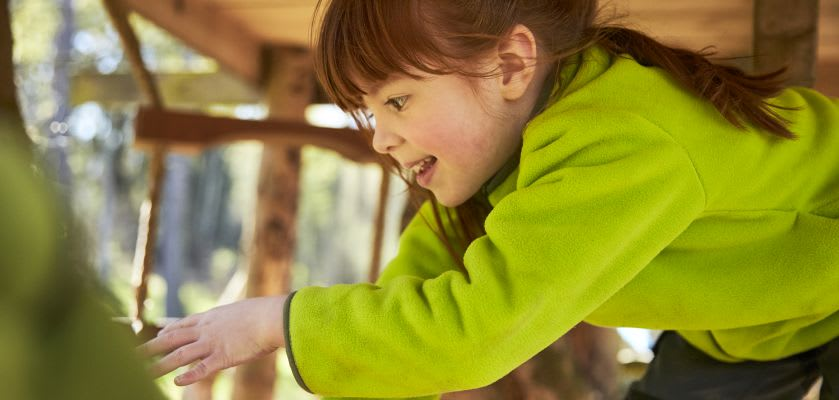 Ausflüge mit Kleinkind: Mädchen mit grünem Pulli