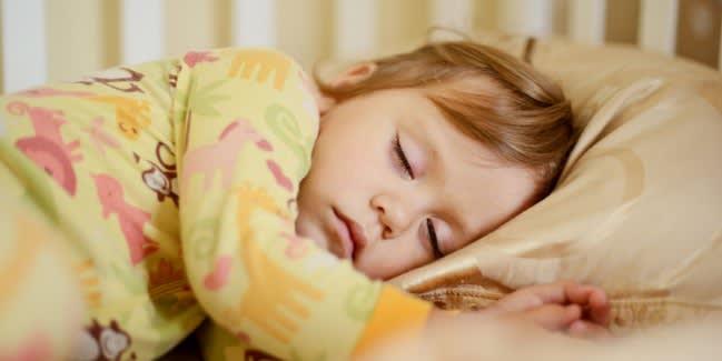 Schlaf_Ruhepausen_ART_Bettnaessen_bei_Kindern_123_650.jpg