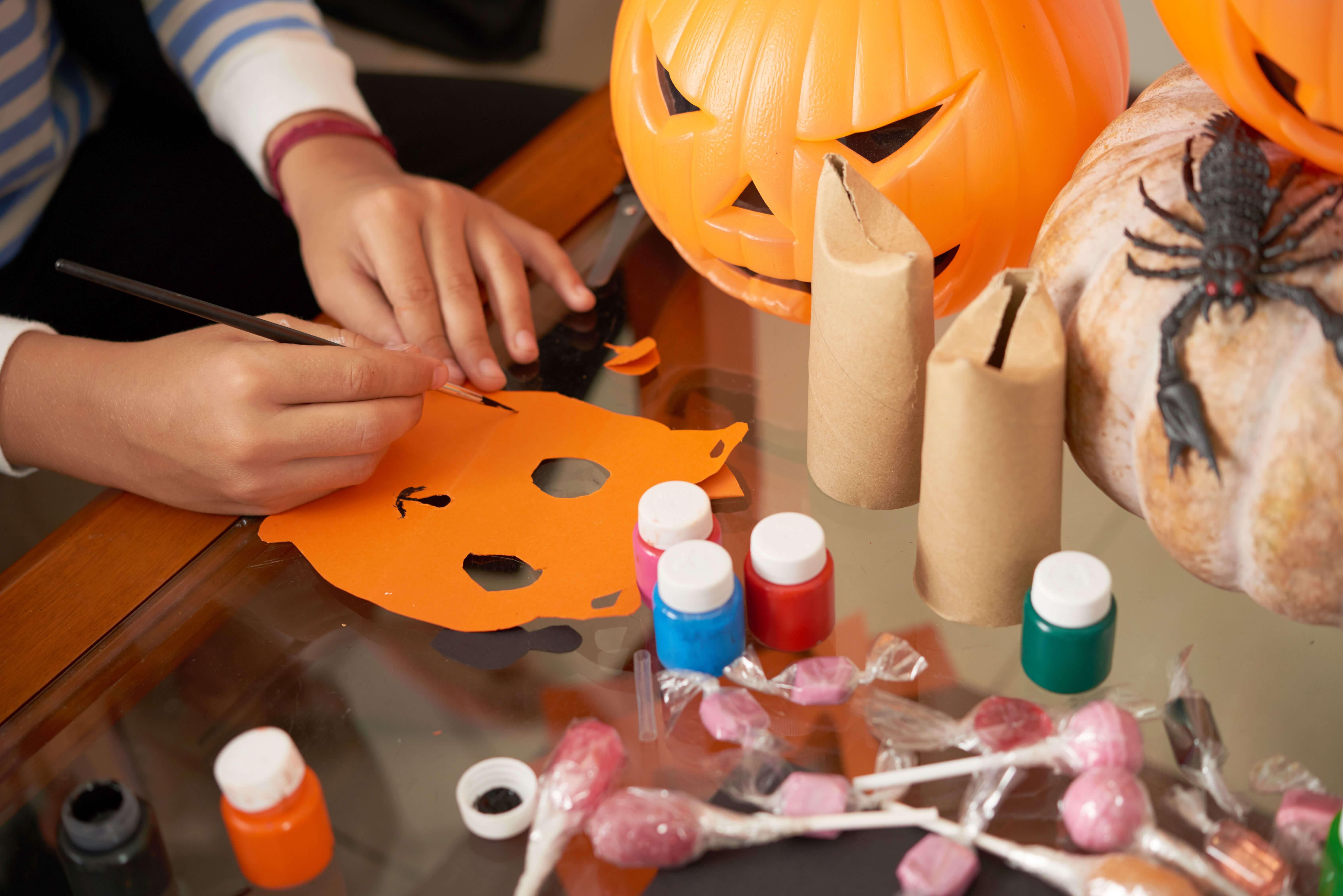 halloween-masken-227286695.jpeg