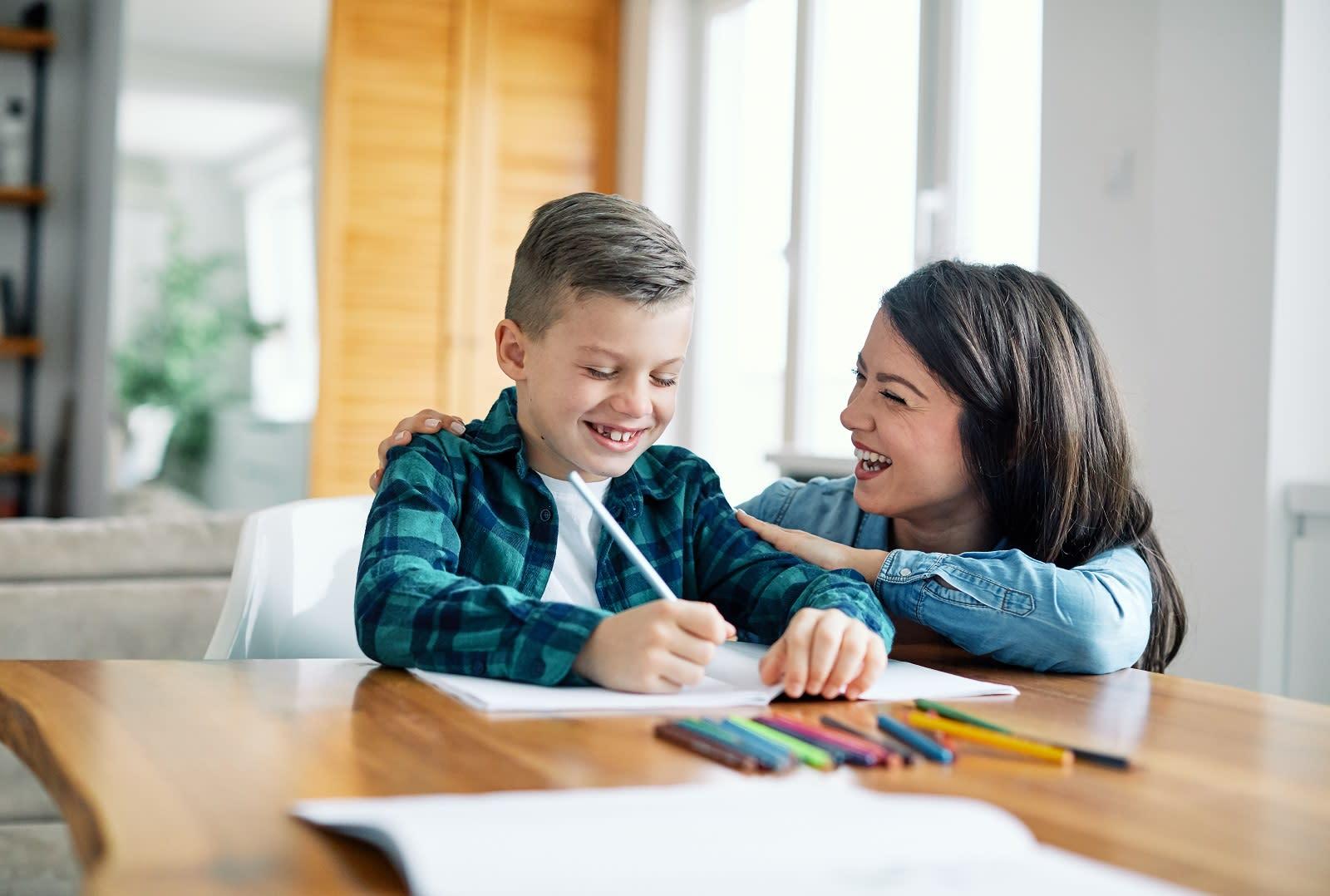 schulstart-zuhause-lernen-as-328355530.jpeg