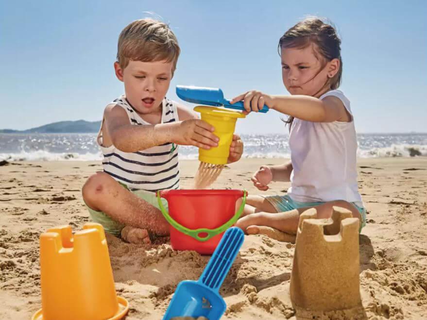 kinder-bauen-sandburg.jpg
