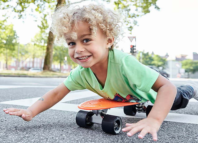 kind-auf-skateboard.jpg