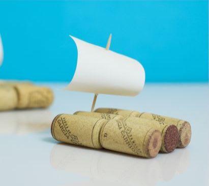 spiele-selber-machen-segelboote-aus-korken-as-4833350.jpg